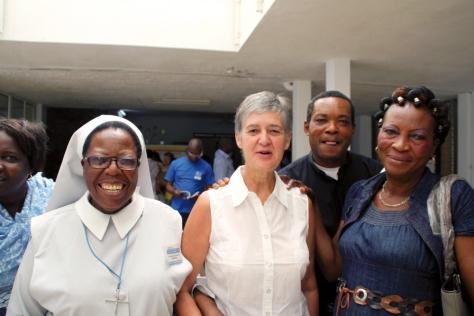 seite 5 International 13-00932 Sr Alphonsa, Christine Ducoudray, Père Mika, Norbertine